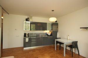 Prodej bytu 3+1, 77 m² Praha - Prosek, Zárybská