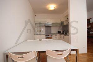 Pronájem bytu 1+kk Praha 6 - Červený vrch, Tibetská plně vybavená kuchyň