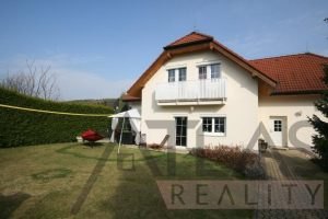 Exterior - For Rent: 8-BD Family Villa Prague 6 – Nebusice