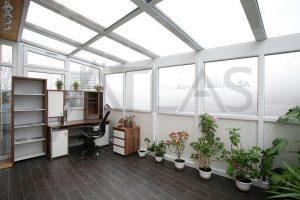 zimní zahrada - Pronájem zařízeného bytu 4+kk Praha 8 - Libeň, Nad Rokoskou
