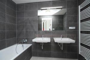 koupelna s vanou - Pronájem bytu 3+kk v novostavbě, Praha 5 - Jinonice, Nyklíčkova ulice