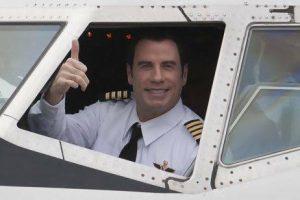 John Travolta je vášnivý letec, který umí a může létat z 11 různými typy letadel.
