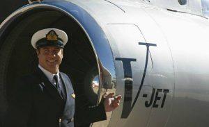 John Travolta je vášnivý pilot a vlastní má 11 průkazů na různé typy letadel