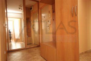 vestavěné skříně v předsíni - Pronájem bytu 2+kk, 40 m2 Mělník, ul. Sportovní