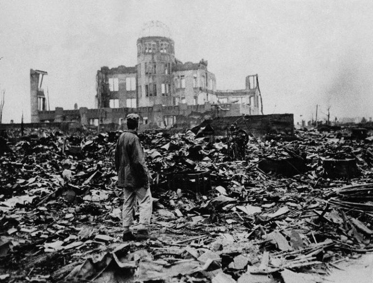 atomová bomba svržena na Hirošimu