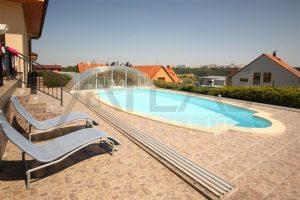 Pronájem domu 6+1 s venkovním bazénem, (225m2), Praha 6 - Lysolaje