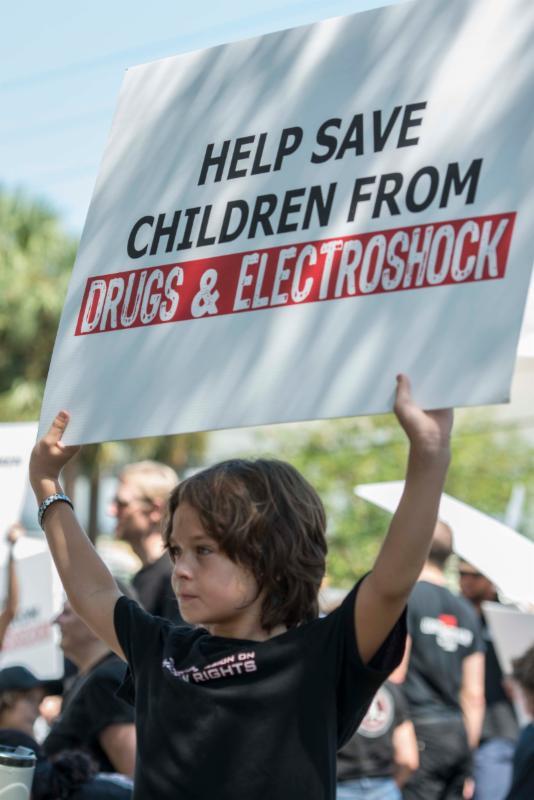CCHR Florida pochod proti drogování dětským a elektrošokům