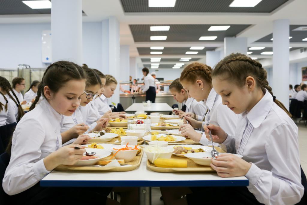 Od 1. září 2020 budou ruským školákům podávána teplá jídla