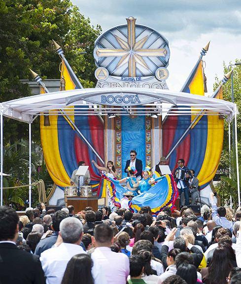 Kolumbie vášnivě vítá první ideální Scientologickou organizaci v Jižní Americe