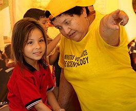 Jasně žlutý stan Scientologických dobrovolných duchovních na hranicích v Kolumbie přináší naději lidem z Venezuely