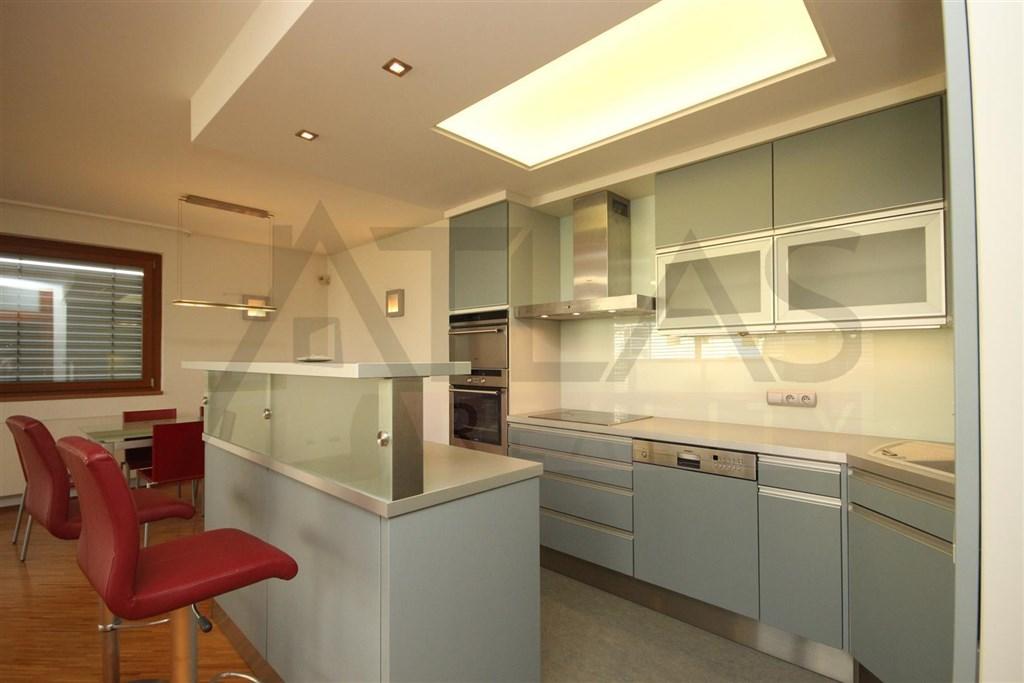 For rent 2 bedroom partly furnished apartment, 103 m2 Praha 6 – Vokovice / Pronájem zařízeného bytu 3+kk, 103 m2, Tibetská Praha 6