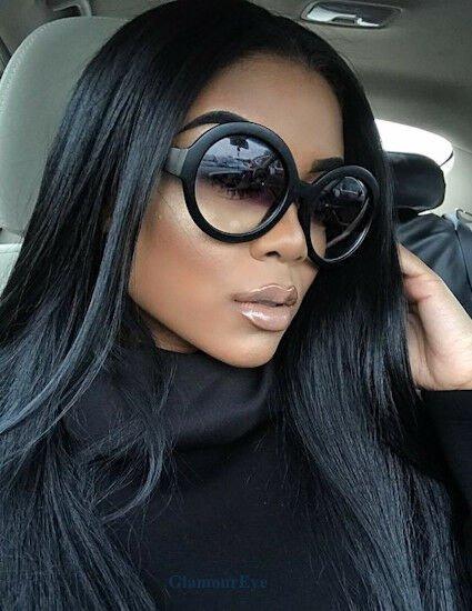 Úzké a lesklé: jaké brýle si vyberete v této sezóně